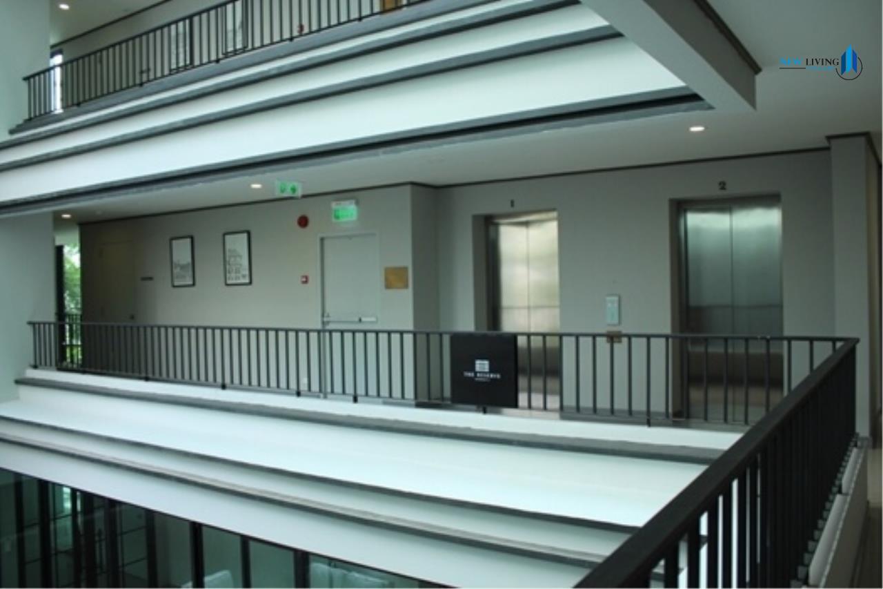 New Living Thailand Agency's >>> For RENT !! <<  The Reserve Kasemson 3 ** next to BTS National Stadium, Studio, 29 sq.m., Corner room 12