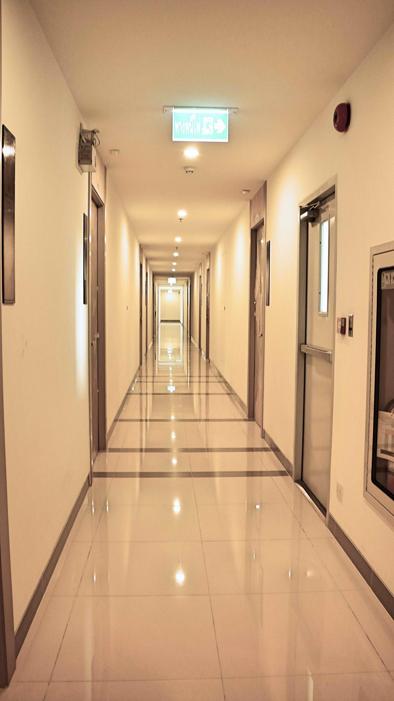 Wise Real Estate and Consultancy Agency's 1 Bedroom Life Asok For Rent -180meter to MRT Phetburi  11