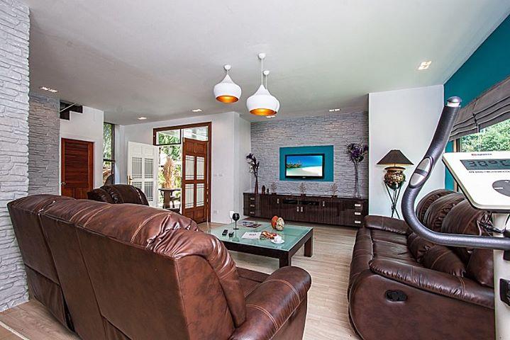 RE/MAX Island Real Estate Agency's 4 Bedrooms Villa for Sale in Bang Rak, Ko Samui  8