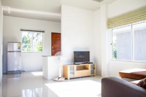 RE/MAX Island Real Estate Agency's 2 Bedrooms House for Rent in Meanam, Koh Samui 12