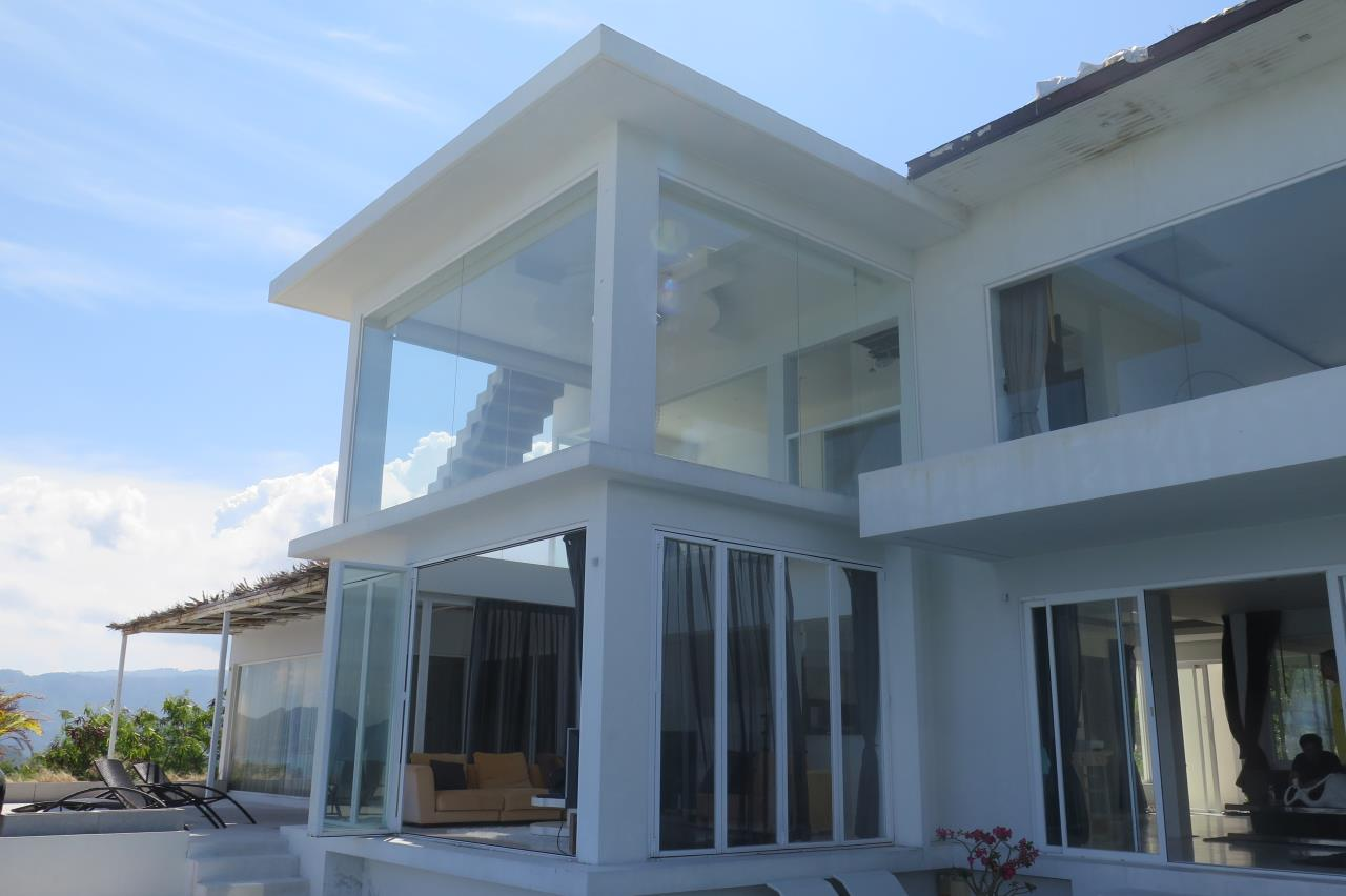 RE/MAX Island Real Estate Agency's Beautifull 4 bedroom villa for sale in Chaweng (Fast Sale) 2
