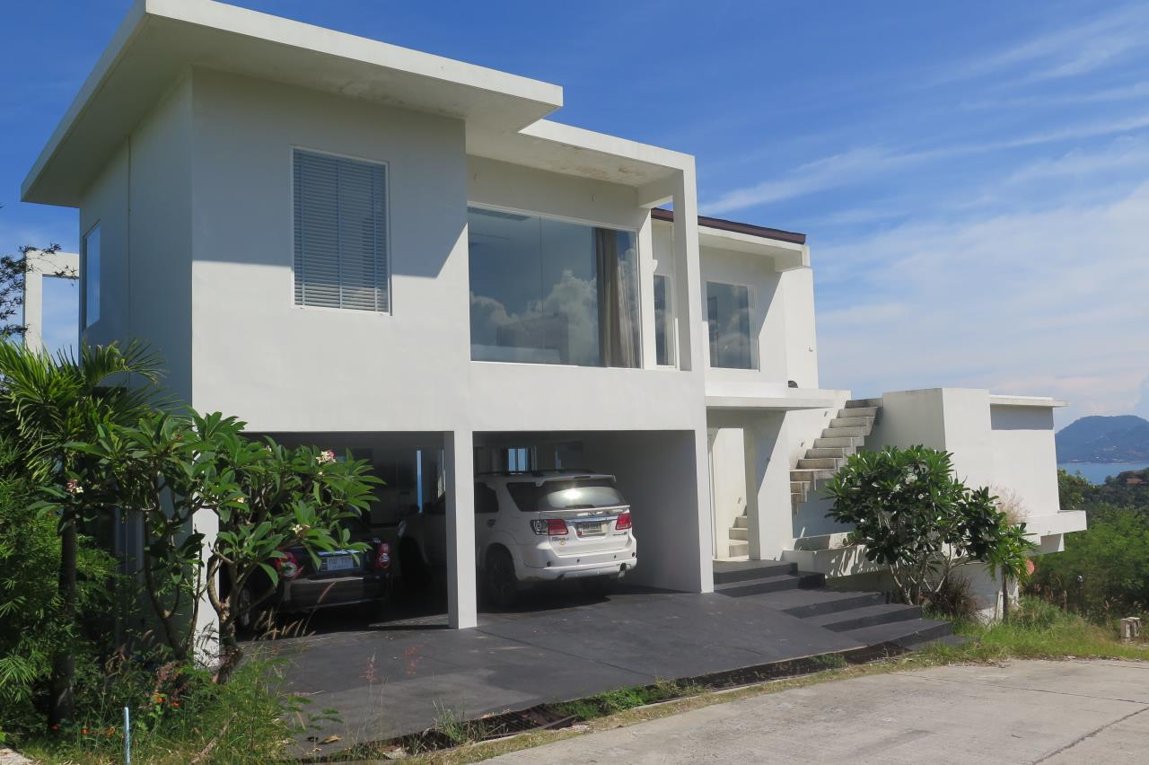 RE/MAX Island Real Estate Agency's Beautifull 4 bedroom villa for sale in Chaweng (Fast Sale) 4