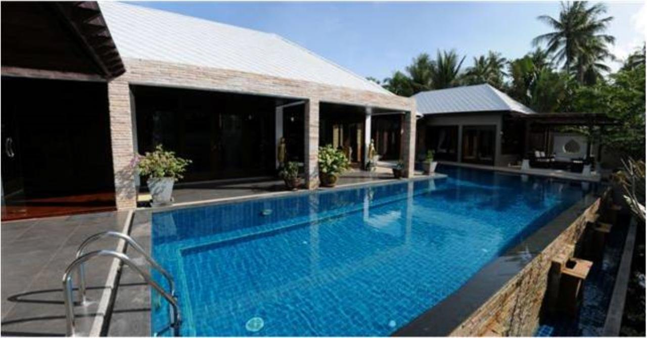RE/MAX Island Real Estate Agency's 5 bedroom pool villa in Bophut 9