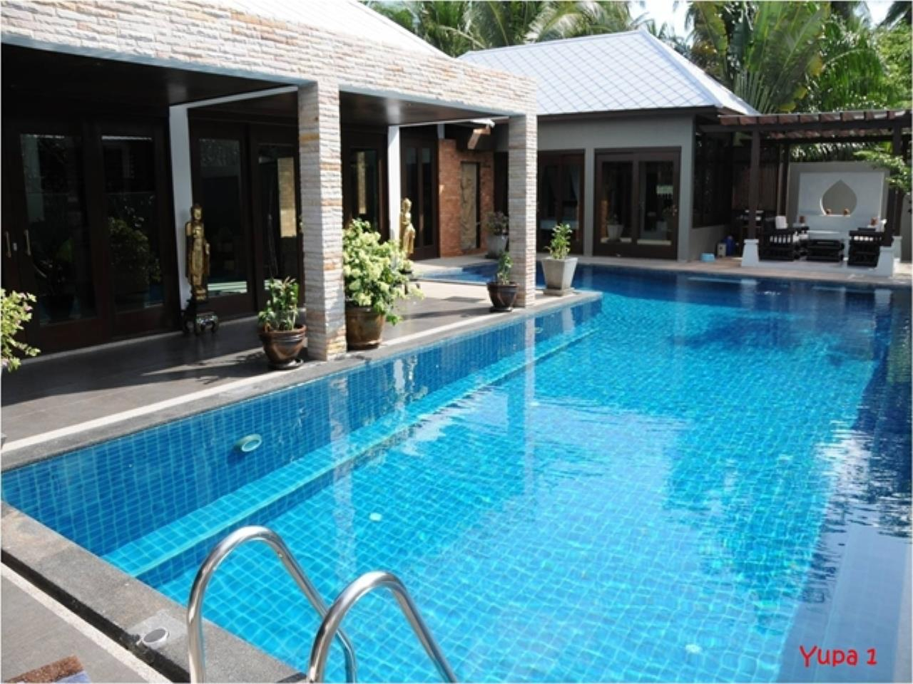 RE/MAX Island Real Estate Agency's 5 bedroom pool villa in Bophut 1