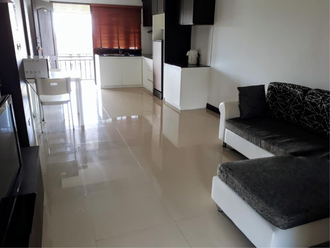 RE/MAX Island Real Estate Agency's One bedroom apartment with bathtub in Chaweng  3