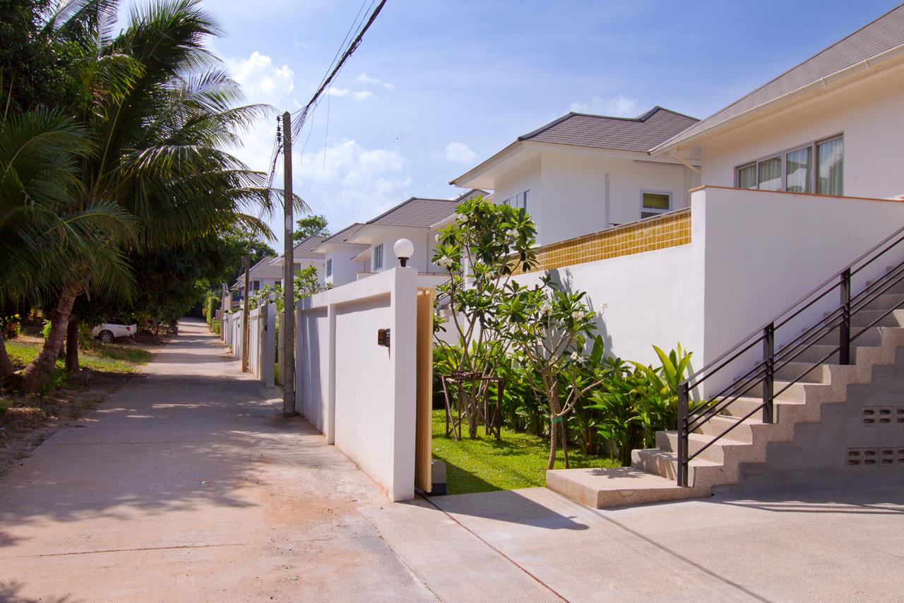 RE/MAX Island Real Estate Agency's Brand new 3 bedroom house in Choeng Mon Beach. 2