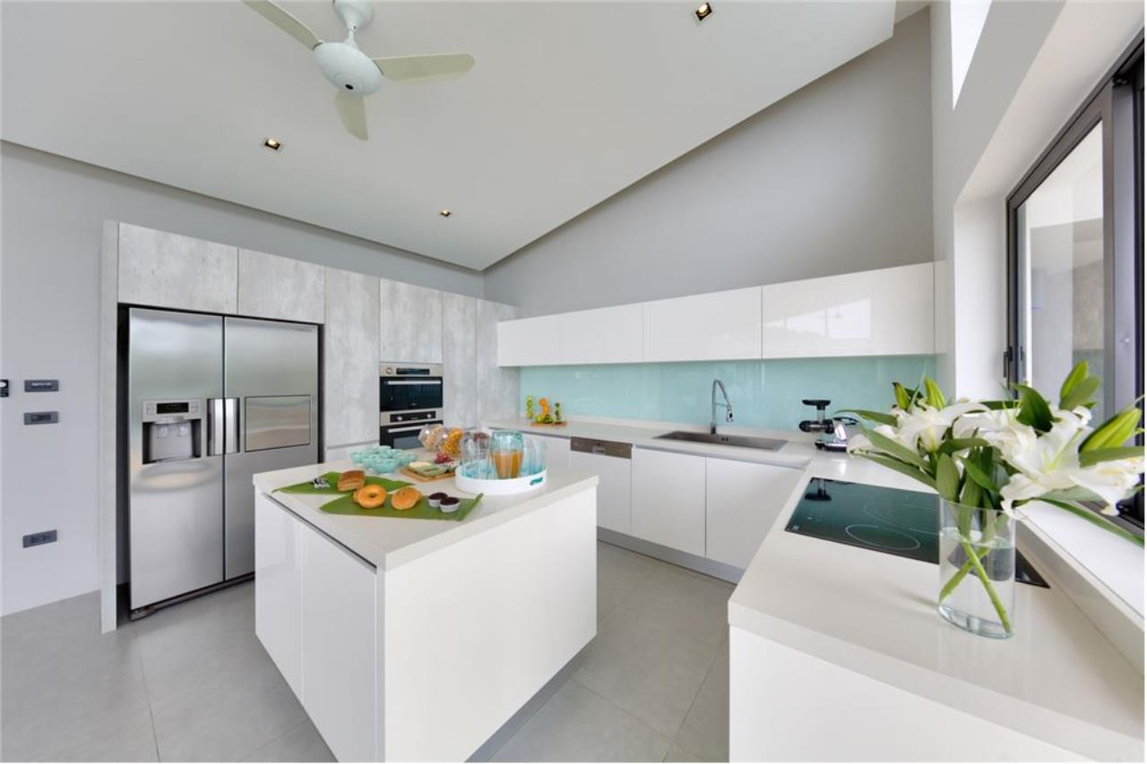 RE/MAX Island Real Estate Agency's Stunning Luxury Villa in Chaweng Noi, Koh Samui 12
