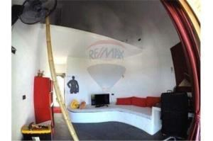 RE/MAX Island Real Estate Agency's sea views Bali style and atypical house. 7
