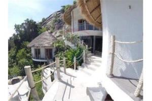 RE/MAX Island Real Estate Agency's sea views Bali style and atypical house. 3