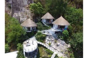 RE/MAX Island Real Estate Agency's sea views Bali style and atypical house. 28