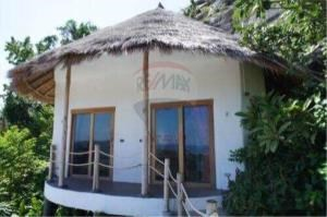 RE/MAX Island Real Estate Agency's sea views Bali style and atypical house. 6