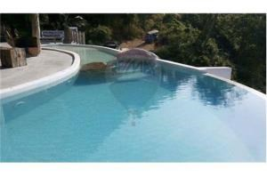 RE/MAX Island Real Estate Agency's sea views Bali style and atypical house. 17