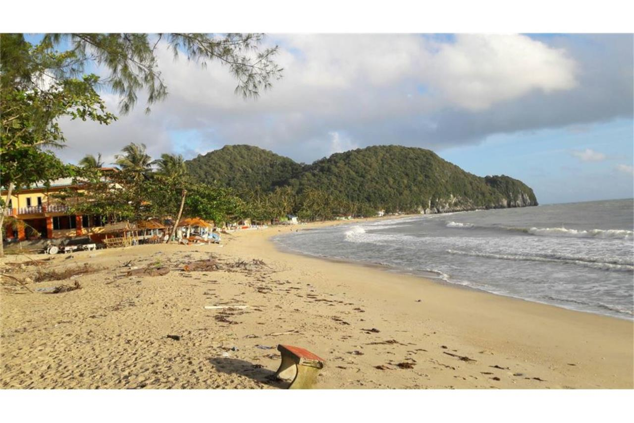 RE/MAX Island Real Estate Agency's Beach land for sale in Khanom, Nakhon Si Thammarat 1