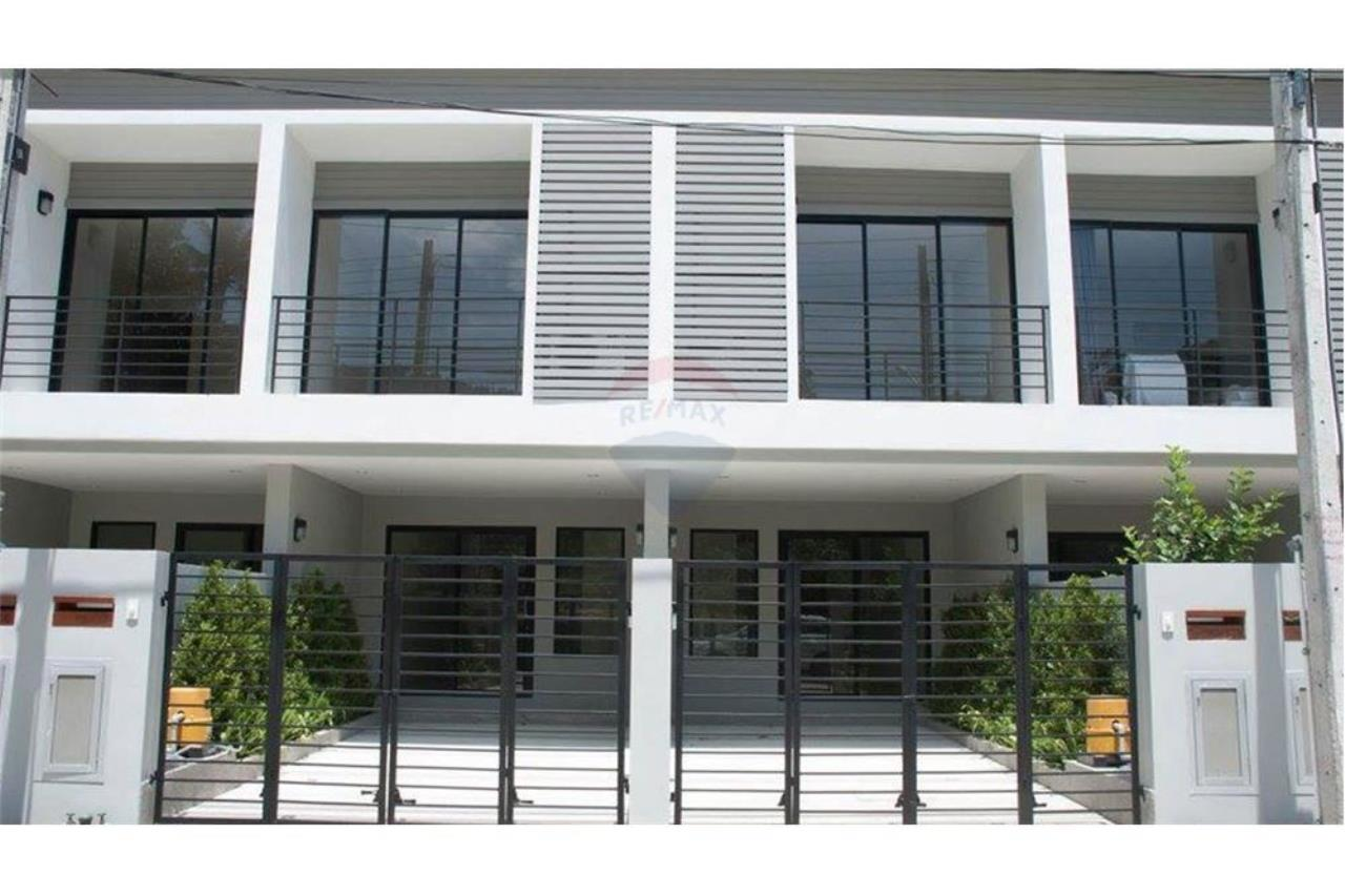RE/MAX Island Real Estate Agency's Townhouse for sale in Bangrak, Koh Samui 6