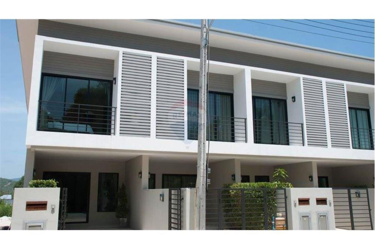 RE/MAX Island Real Estate Agency's Townhouse for sale in Bangrak, Koh Samui 1