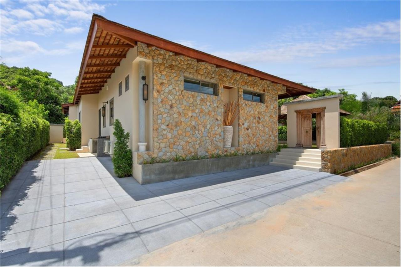 RE/MAX Island Real Estate Agency's Stunning 3 Bedroom Villa in Plai Laem for Sale 5