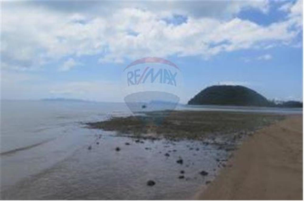 RE/MAX Island Real Estate Agency's 3 RAI BEACHLAND FOR SALE IN BANGPOR 5