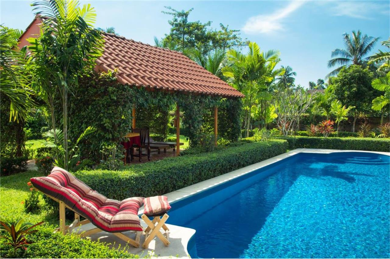 RE/MAX Island Real Estate Agency's Cozy Residence with Large Units in Koh Samui 6