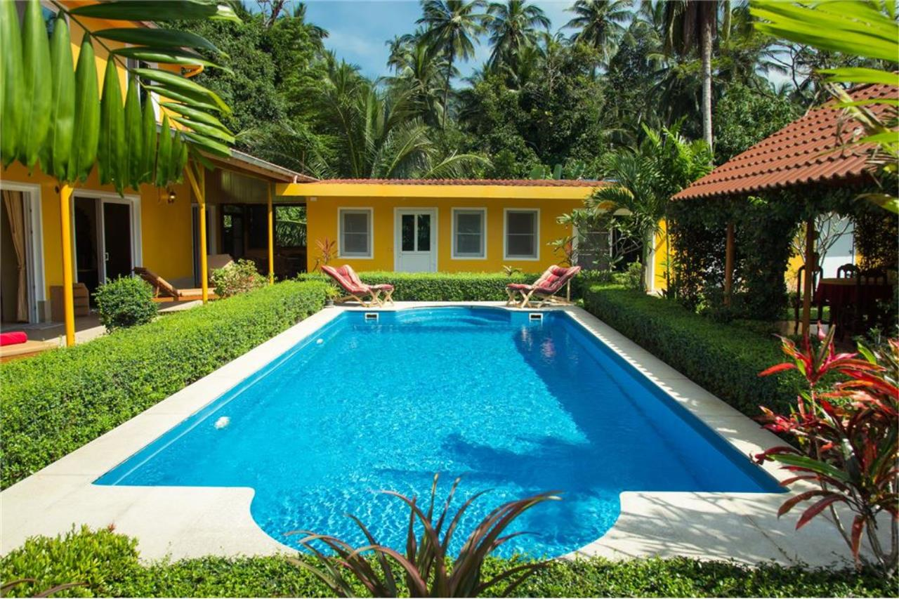 RE/MAX Island Real Estate Agency's Cozy Residence with Large Units in Koh Samui 7