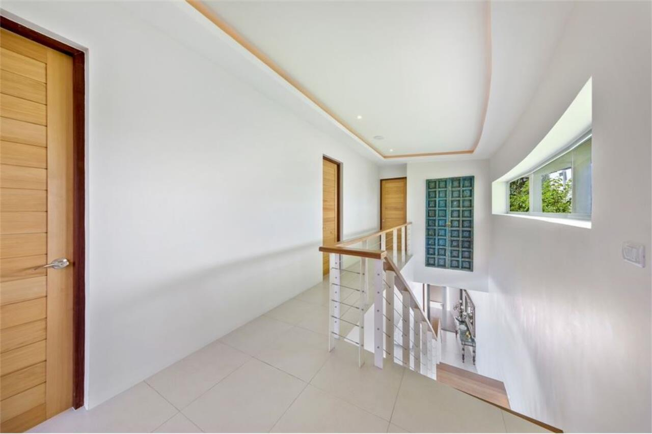 RE/MAX Island Real Estate Agency's Contemporary Villa with Panoramic View in Ko Samui 21