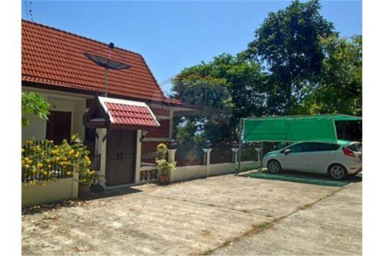 RE/MAX Island Real Estate Agency's Sea View House in BangPor, Koh Samui 2