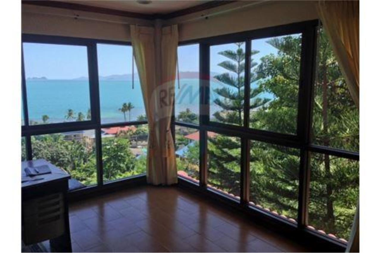 RE/MAX Island Real Estate Agency's Sea View House in BangPor, Koh Samui 16