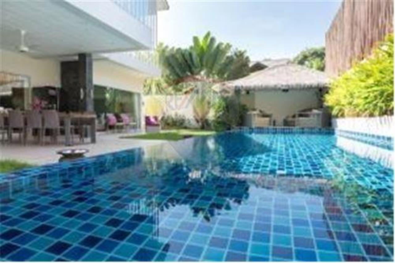 RE/MAX Island Real Estate Agency's BEAUTIFUL 5 BEDROOM VILLA FOR SALE IN MAE NAM 7