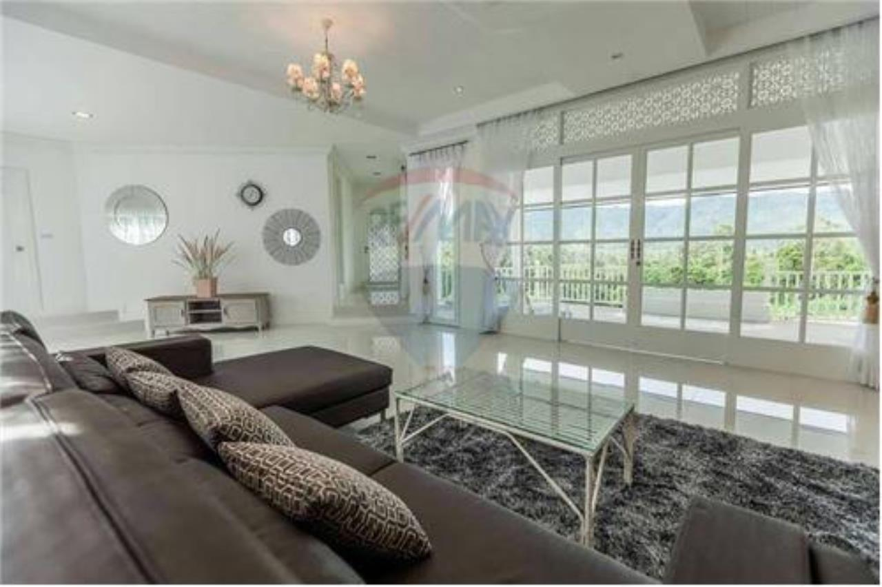 RE/MAX Island Real Estate Agency's Luxury villa in the south of Samui Na Mueng 5