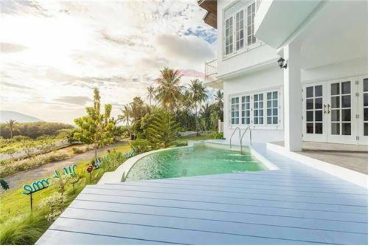 RE/MAX Island Real Estate Agency's Luxury villa in the south of Samui Na Mueng 1