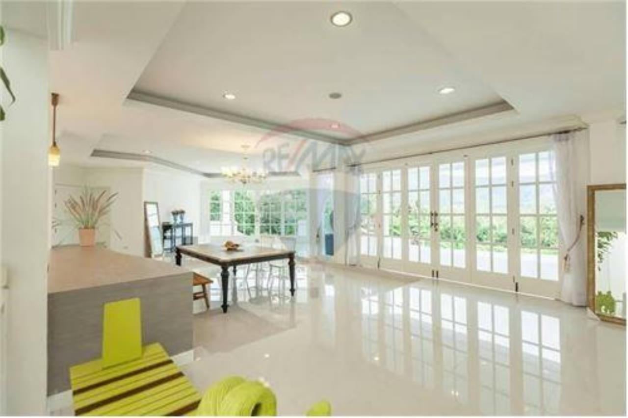 RE/MAX Island Real Estate Agency's Luxury villa in the south of Samui Na Mueng 3