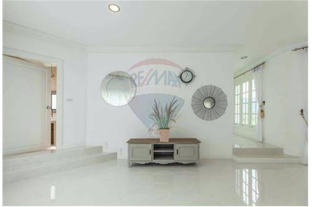 RE/MAX Island Real Estate Agency's Luxury villa in the south of Samui Na Mueng 7