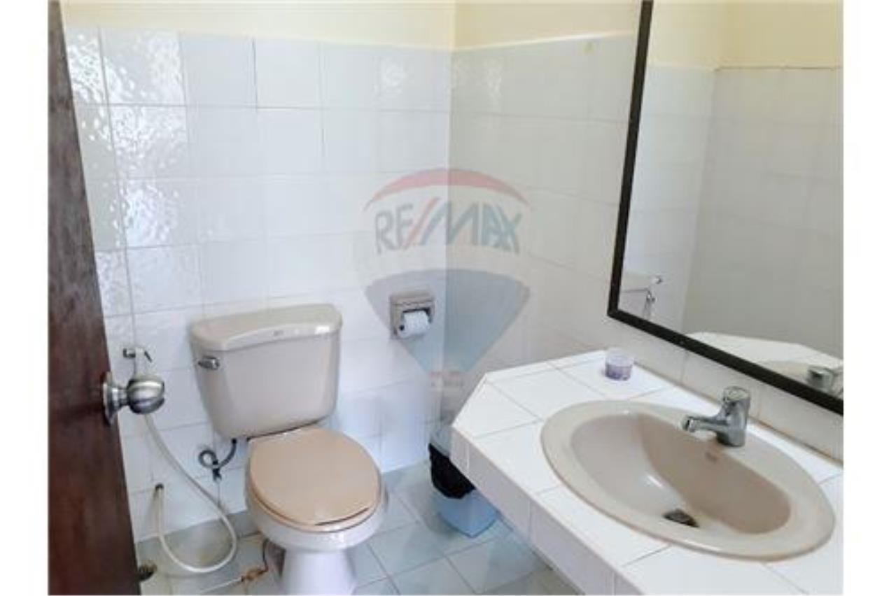 RE/MAX Island Real Estate Agency's 1 Bedroom Apartment for rant in Chaweng 12
