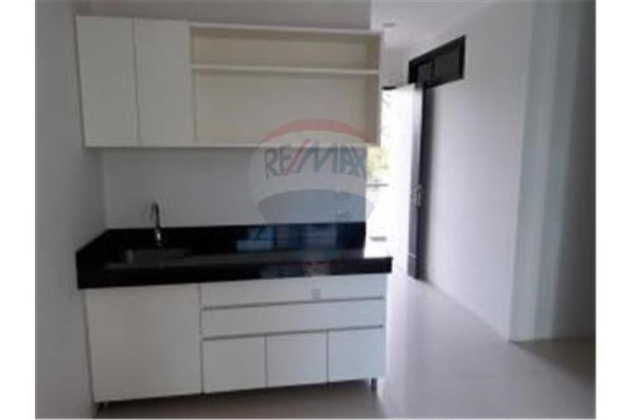 RE/MAX Island Real Estate Agency's BRAND NEW 2 BEDROOM APARTMENT WITH LARGE POOL IN CHAWENG 4