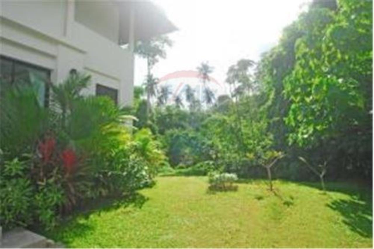 RE/MAX Island Real Estate Agency's 3 BEDROOM SEA VIEW POOL VILLA IN MAE NAM 12