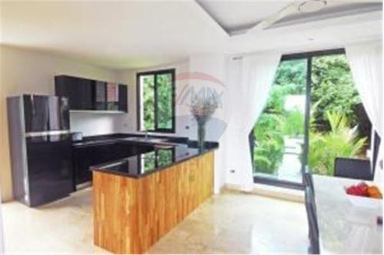 RE/MAX Island Real Estate Agency's 3 BEDROOM SEA VIEW POOL VILLA IN MAE NAM 10