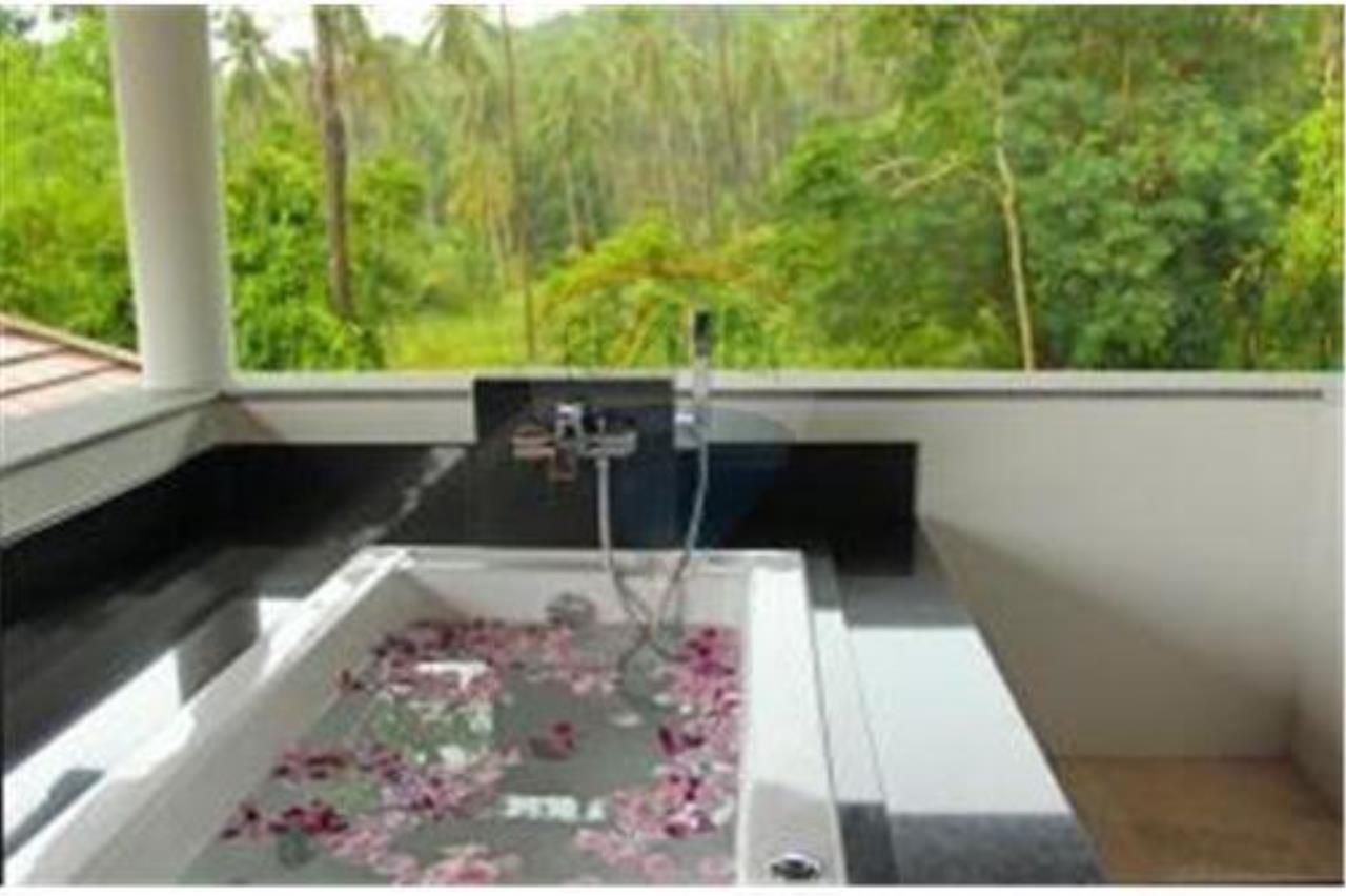 RE/MAX Island Real Estate Agency's 3 BEDROOM SEA VIEW POOL VILLA IN MAE NAM 5