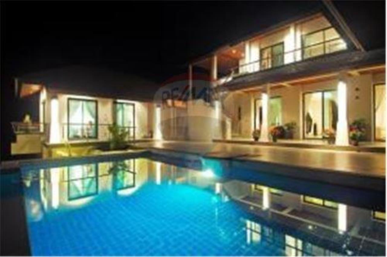RE/MAX Island Real Estate Agency's 3 BEDROOM SEA VIEW POOL VILLA IN MAE NAM 11