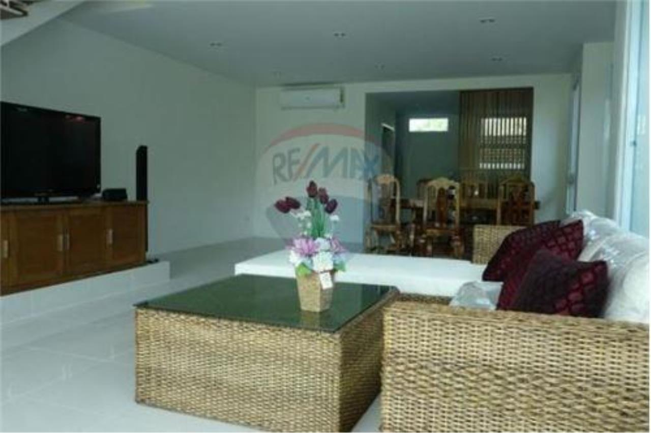 RE/MAX Island Real Estate Agency's 2 Bedroom Villa For Rent in Koh Samui 2