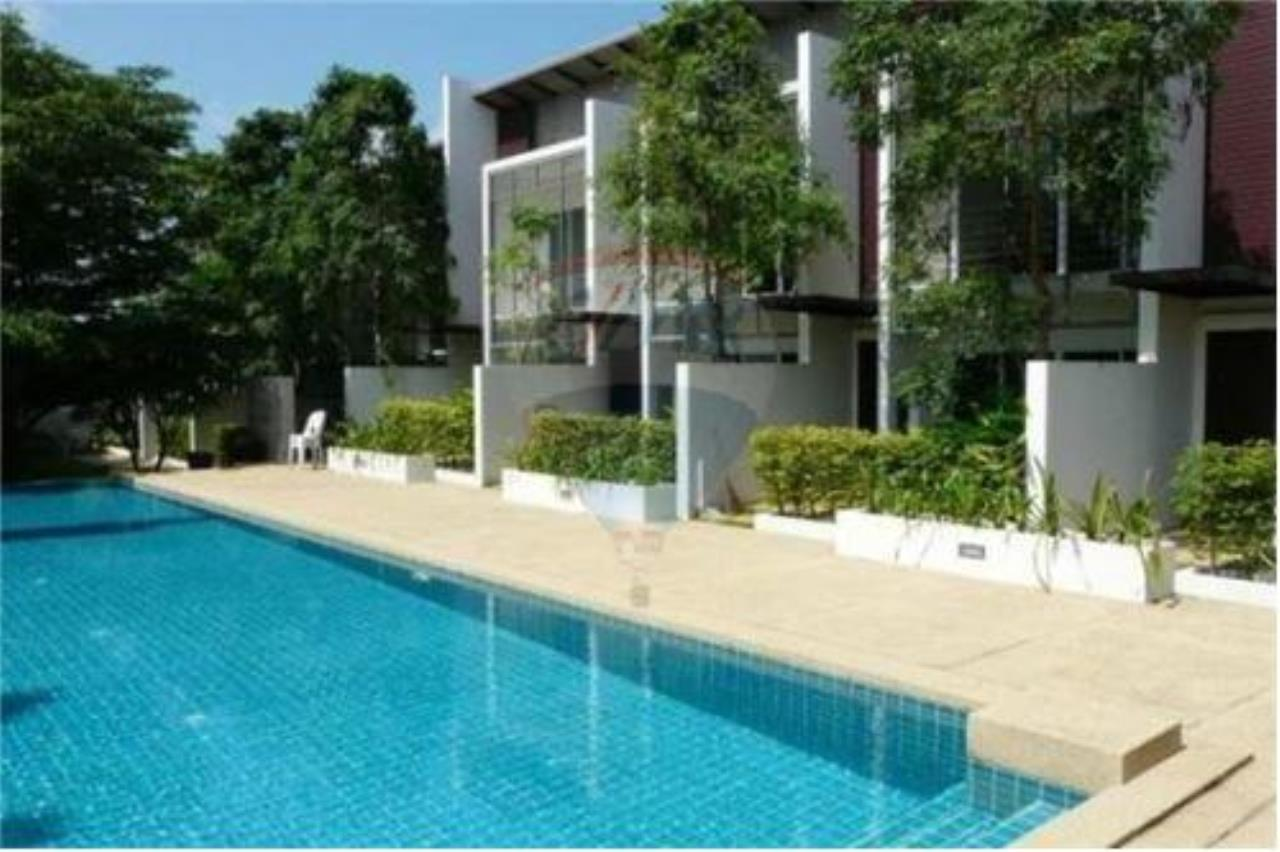 RE/MAX Island Real Estate Agency's 2 Bedroom Villa For Rent in Koh Samui 1