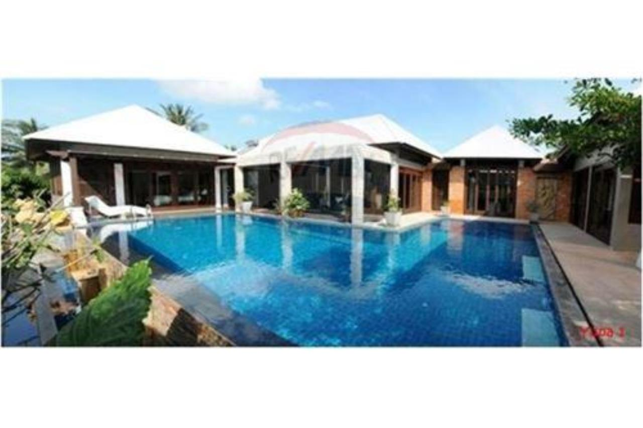 RE/MAX Island Real Estate Agency's 5 bedroom pool villa in Bophut 3