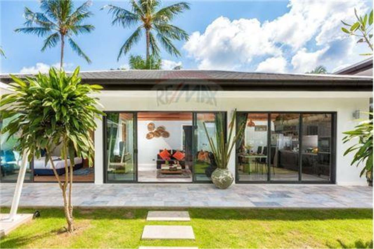 RE/MAX Island Real Estate Agency's 3 bedrooom modern thai style villa in Bangrak 1