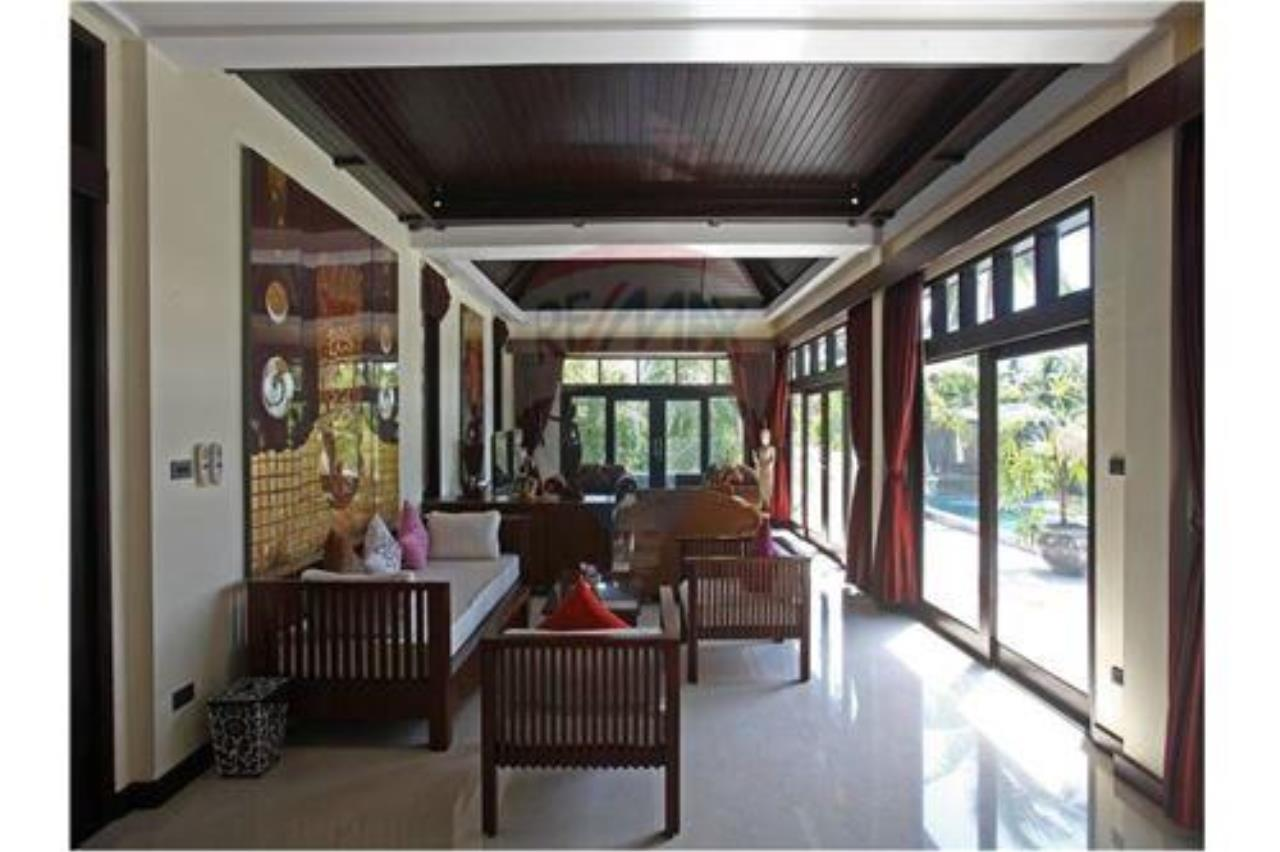 RE/MAX Island Real Estate Agency's 4 bedroom pool villa in Bophut. 3