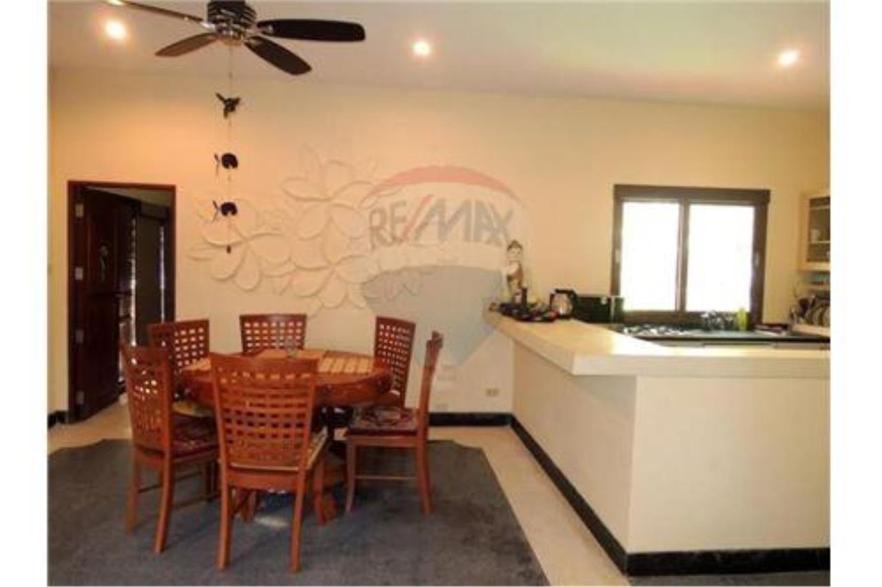 RE/MAX Island Real Estate Agency's Tropical villa at Chaweng 12