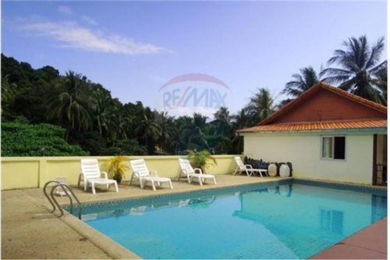RE/MAX Island Real Estate Agency's Tropical villa at Chaweng 22