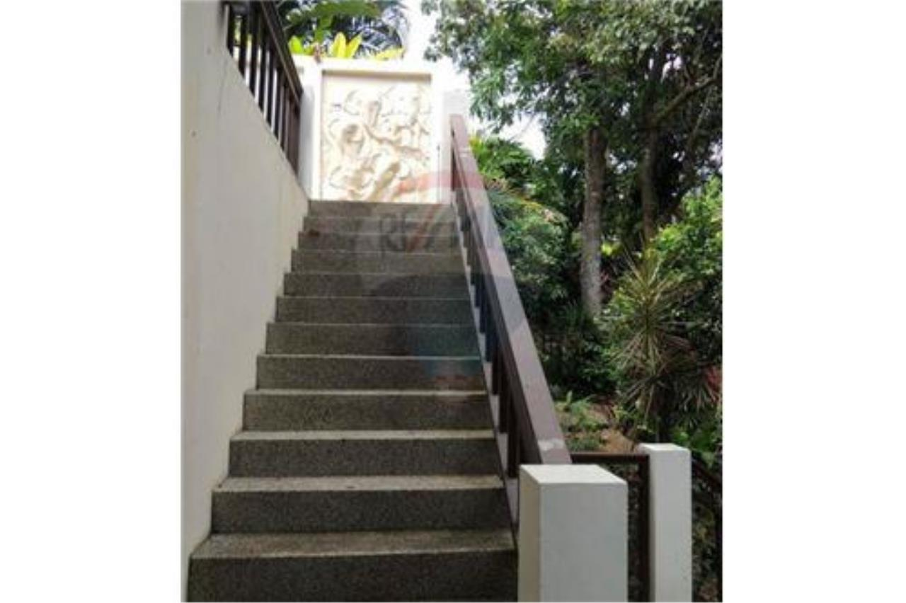 RE/MAX Island Real Estate Agency's Tropical villa at Chaweng 21