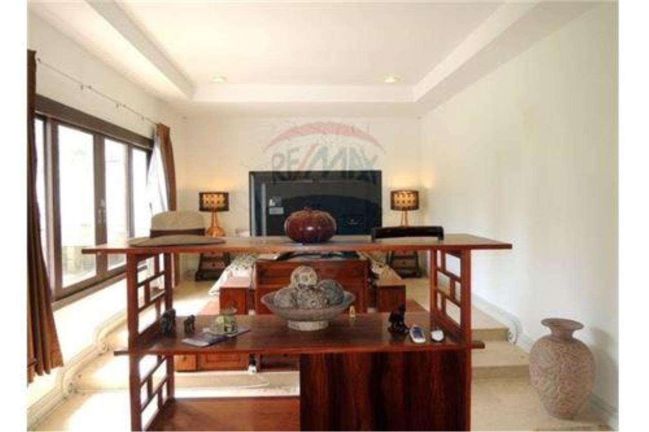 RE/MAX Island Real Estate Agency's Tropical villa at Chaweng 1
