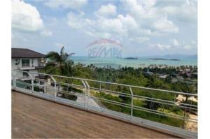 RE/MAX Island Real Estate Agency's Sea view modern apartment 12