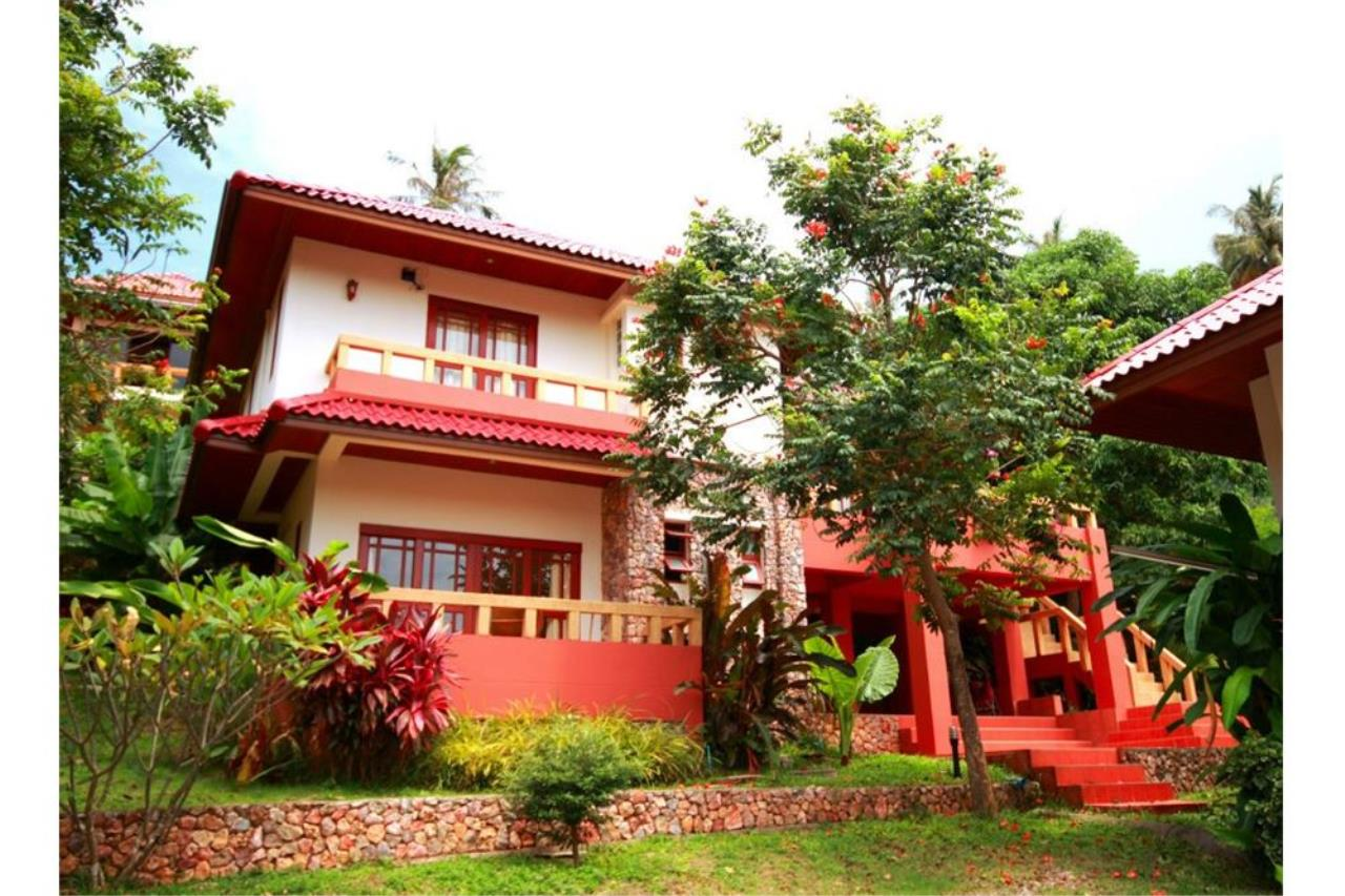 RE/MAX Island Real Estate Agency's Three bedroom  villa, 500 meters to Lamai Beach 25