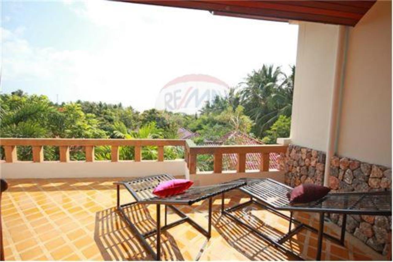 RE/MAX Island Real Estate Agency's Three bedroom  villa, 500 meters to Lamai Beach 21