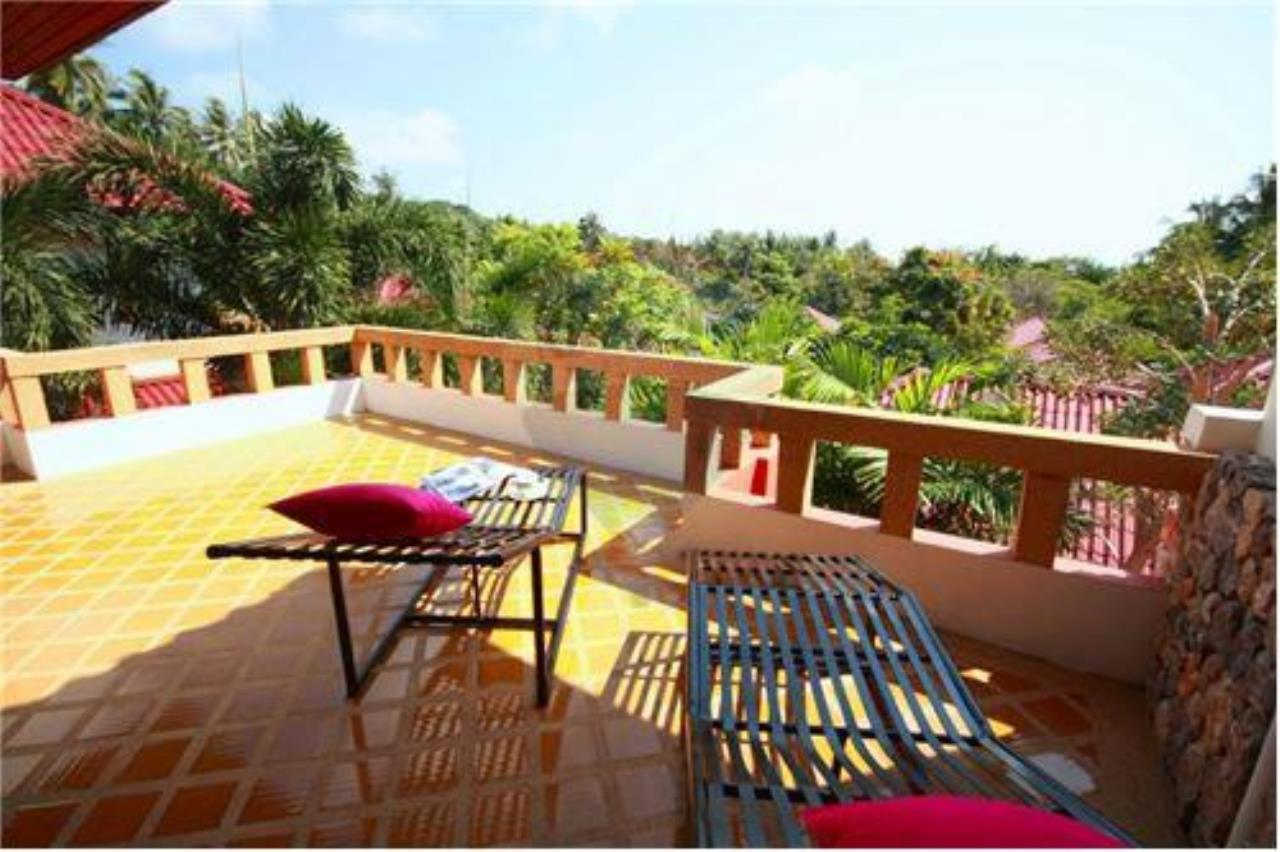 RE/MAX Island Real Estate Agency's Three bedroom  villa, 500 meters to Lamai Beach 24